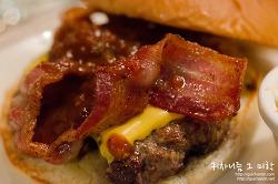 ▩강남/압구정/신사동▩ 불맛이 나는 햄버거? 블랙앵거스로 만든 수제 버거 스모키살룬