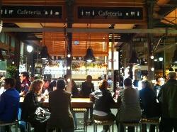 다양한 먹거리가 있는 스페인 시장 구경