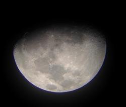 망원경으로 본 달