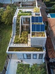 예쁜 인테리어! 초록빛 지붕을 품은 주택