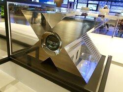 MS 비즈니스 센터에 엑스박스 프로토타입 모델이 전시되다.