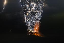 Incredible Photos Capture Powerful Lightning Storms Over Volcano Eruptions 경이롭기까지 한 화산분화 번개폭풍 찰라 사진