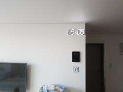 루나리스 플라이토 LED 벽시계 설치