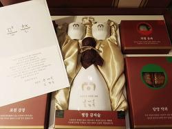 문재인 대통령 내외분의 선물을 받다.