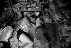 Japanese Man Beautifully Documents His Family's Life in a One-Room Apartment 원룸 아파트에서 가족들과 아름다운 삶을 사는 일본 사진작가