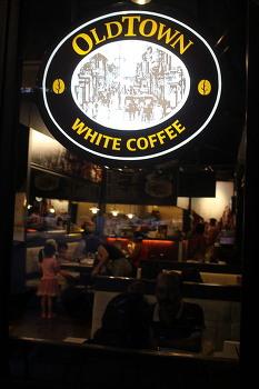 '올드타운'의 달콤쌉싸름한 화이트 커피맛에 끌리다