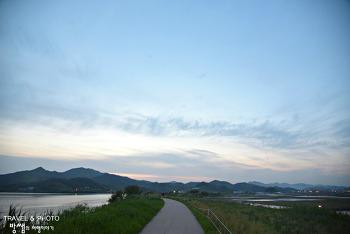 해 질 녘 주남저수지, 둑길 따라 여유로운 산책