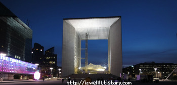 파리 라데팡스 개선문(가는법); 미래형 계획도시