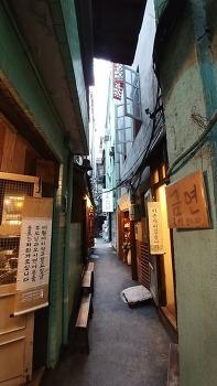 도쿄 뒷골목을 재현한 재미있는 북앤드