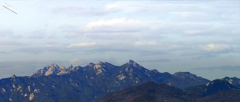 12Km 떨어진 구로동에서 바라본 서울 북한산