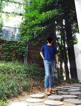 남자 여름 패션 코디 : 티셔츠 넣어입기 [유니클로] 남자 반팔티 with [엠폴햄] 찢어진 청바지 코디