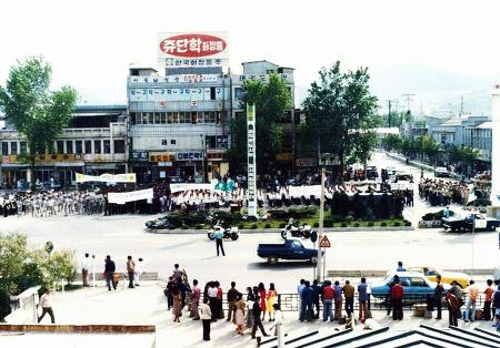 1978년 5월 안양역 광장의 거리질서 캠페인
