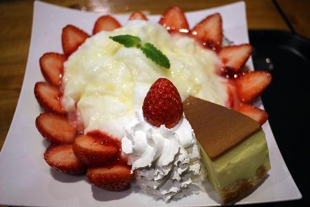 카페베네 딸기치즈눈꽃빙수 짱 맛있어요!!