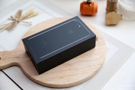 불안 가득! 아이폰7 플러스 제트블랙 개봉기 - 아이폰7 플러스 구성품 어때?