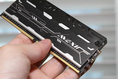 LED 메모리 AVEXIR DDR4 8G PC4-24000 화이트 컴퓨터 튜닝