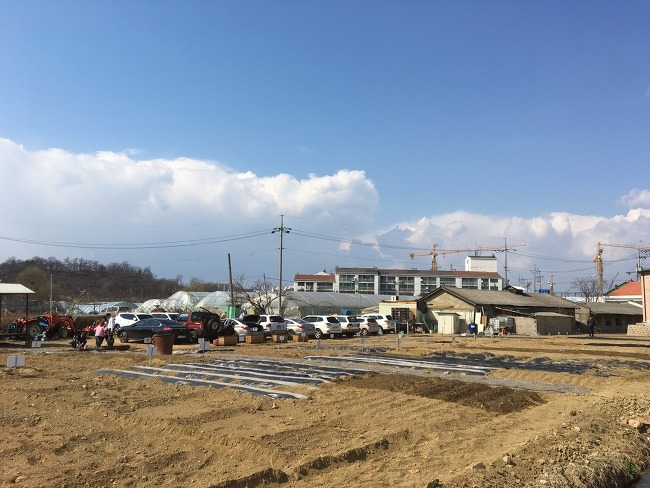 뉴코란도에 삽 거치하고 농장에 퇴비뿌리고 진흙탕에 빠지고 근황기