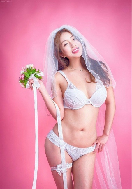 엄상미 맥심잡지 모델, 아찔한 속옷 사진모음