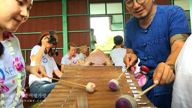 방콕에서 1시간! 암파와의 코코넛 농장 탐방 & 전통악기..