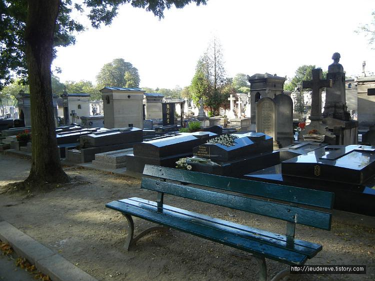 몽파르나스 묘지(프랑스, 파리), 산자도 죽은 자도 쉴 수 있는 곳