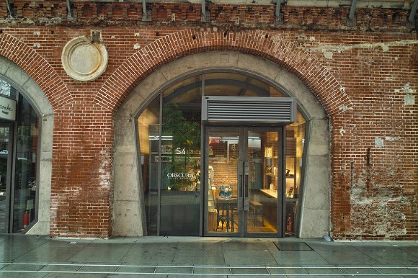 백년된 철교의 변신, 도쿄 만세이바시역 상점가..
