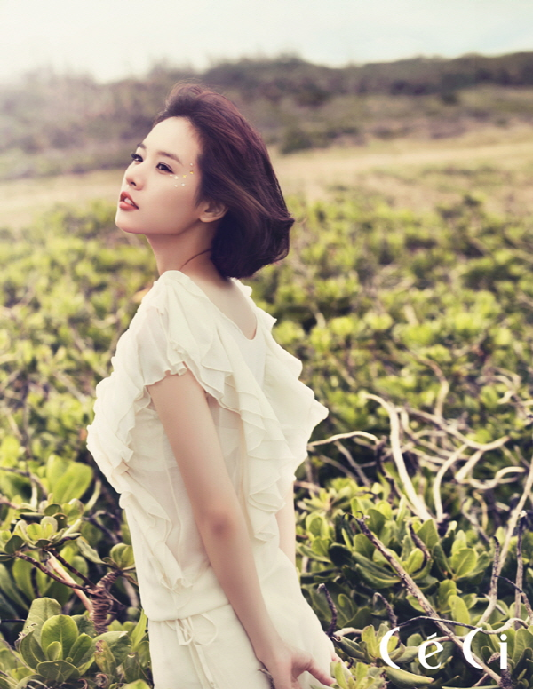 조윤희 Korean popular Actress Cho Youn-Hee's natural beauty and the sea of ​​Okinawa.