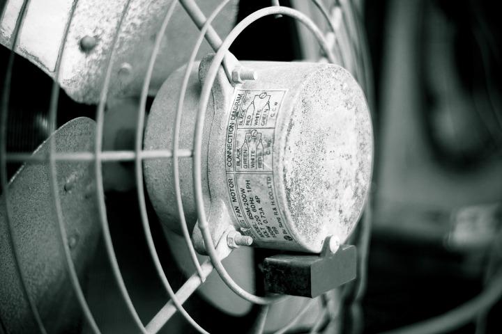 오래된 환풍기, 소리가 시끄럽습니다