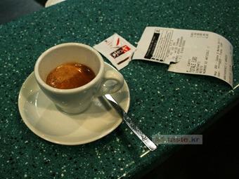 카페 근무자가 지켜야 할 아주 기본적인 사안들 - <1> 에스프레소와 데미타스 1 of 3