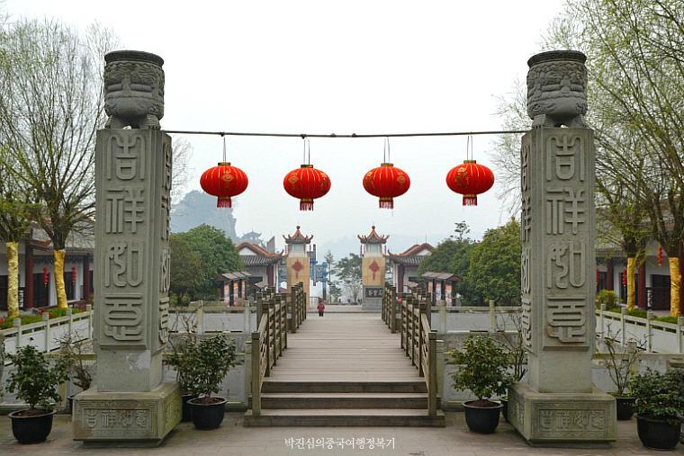 장강삼협의 진주라 불리는 곳 석보채(石宝寨)