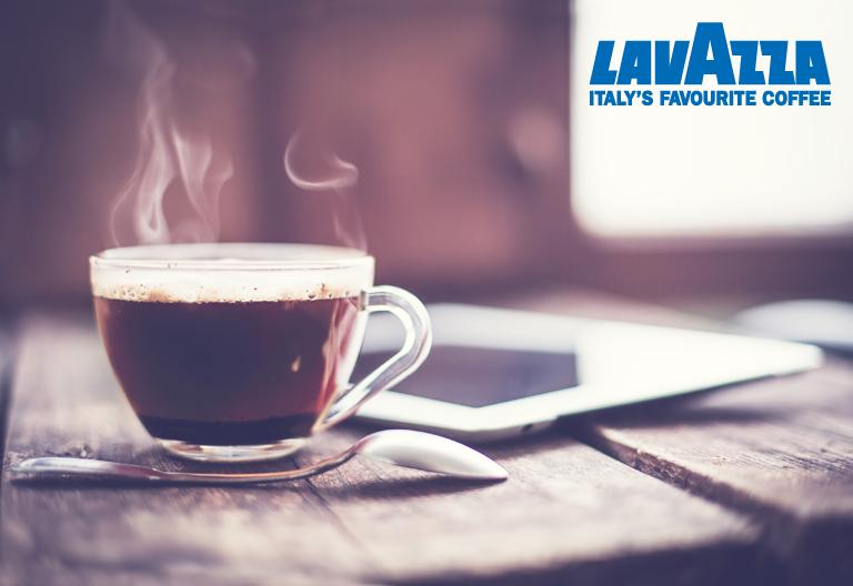 유리잔에 담긴 따뜻한 라바짜 커피