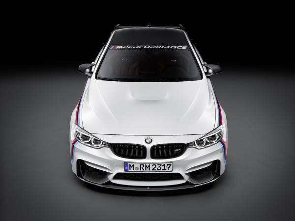 BMW M4 Coupé mit BMW M Performance Parts front view (11/2015)