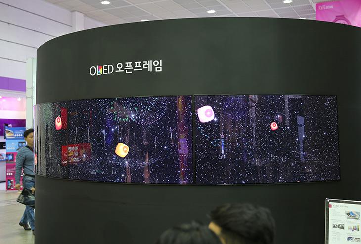 올레드, 86울트라스트레치, 앞으로, 미래는, LG 디지털 사이니지,IT,IT 제품리뷰,먼 미래 이야기 같지만 아닙니다. 실제로 보셨을지도 모릅니다. 올레드 86울트라스트레치 앞으로 미래는 LG 디지털 사이니지가 자리를 차지하게 될 건데요. 디스플레이쪽에서 상당히 심혈을 기울이고 있는데 이미 세계시장도 거의 따라잡았고 국내시장경우 거의 LG 제품이라고 하는군요. 올레드 86울트라스트레치를 봤는데요. 디스플레이를 휘거나 해서 제약없이 설치할 수 있습니다.