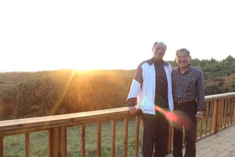 아르브뤼미술관에서 김통원 교수님과 배성한 선생님이 함께 찍은 사진