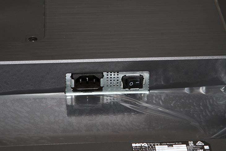 벤큐 PD3200U, 10bit 전문가용 모니터 ,4K UHD ,화질 ,분석,Benq,벤큐 모니터,IT, IT 제품리뷰,화질 디자인 기능성 부분에서 상당했는데요. 눈이 좋아지는 느낌이 들었습니다. 벤큐 PD3200U 10bit 전문가용 모니터 4K UHD 화질 분석을 해 봤는데요. 프린터 작업이나 전문 그래픽작업을 하는 분들에게 어울리는 제품이죠. 벤큐 PD3200U 10bit 전문가용 모니터는 최상의 결과물을 만들어 내기 위해서 사용됩니다. 정확한 컬러 그리고 가격적인 부분에서도 큰 장점이 있는 모니터 입니다. sRGB , Rec. 709 ,CAD/CAM 모드 여러가지 컬러모드를 이용할 수 있고 비교도 할 수 있는 듀얼뷰 기능도 제공을 하여 쓸모가 참 많은 모니터 입니다.