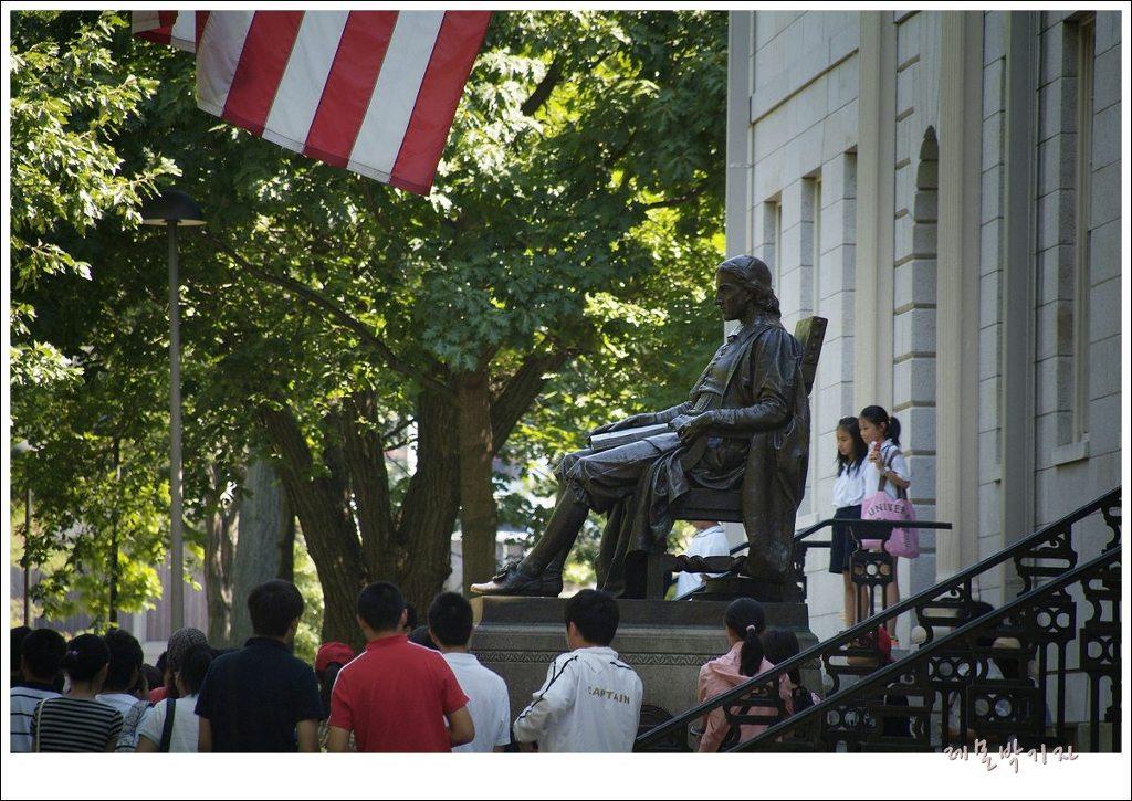 하버드대학-미국-설립자-동상