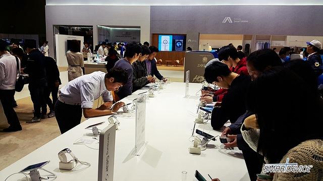 KES 2014, 삼성, 삼성전자, 한국 전자전, 일산 킨텍스 전자전, 킨텍스, 갤럭시노트4, 갤럭시노트 엣지, 기어VR, 기어VR 체험, 삼성 스마트홈, 커브드 TV, 삼성 NX Mini, 기어S,