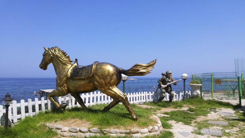 말 군인 조형물
