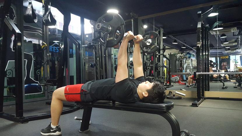상완삼두운동 - 라잉 트라이셉스 익스텐션(Lying Triceps Extension)