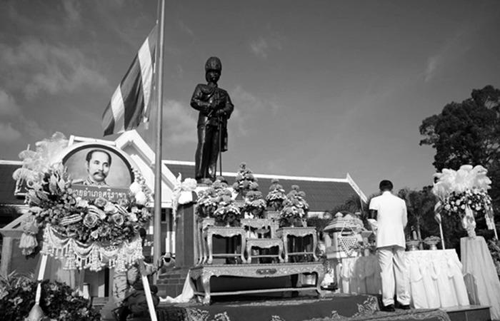 사진: 태국에서 가장 존경받는 왕으로 꼽히는 쭐랄롱꼰 국왕의 기념관. 지금도 태국 국민들은 그를 살아있던 부처라고 생각한다고 한다. [태국 노예제도와 쭐랄롱꼰 국왕]