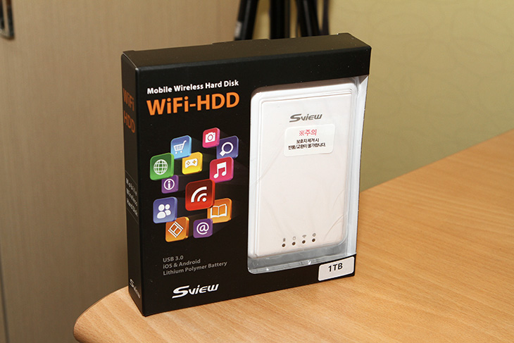 1TB외장하드, 에스뷰 ,WiFi HDD, 활용하기,IT,IT 제품리뷰,휴대용으로 들고다니면서 쓸 수 있는데요. 들고다니면서 저장공간을 늘릴 수 있습니다. 1TB외장하드 에스뷰 WiFi HDD 활용을 해 볼것인데요. 외장하드에 배터리가 들어가 있는 그런 형태의 제품 입니다. 게다가 이 제품 특이하게 랜포트도 있습니다. 무선과 유선 모두 연결할 수 있게 했는데요. 물론 USB 3.0 케이블로도 연결이 가능 합니다. 1TB외장하드 에스뷰 WiFi HDD를 여러가지 방식으로 연결을 실제로 해보고 활용을 해 봤는데요. 간이 NAS 처럼도 활용해 보려고 합니다.