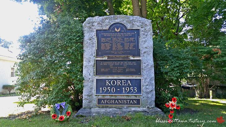 캐나다 전쟁기념비입니다