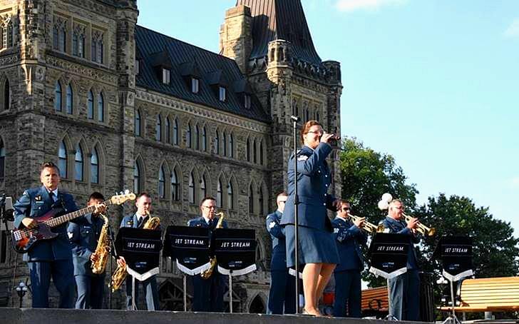 캐나다 왕립 공군 재즈 록 밴드입니다