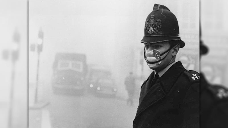 사진: 런던 스모그는 낮인데도 앞이 보이지 않을 정도로 어두운 날이 계속되었다.