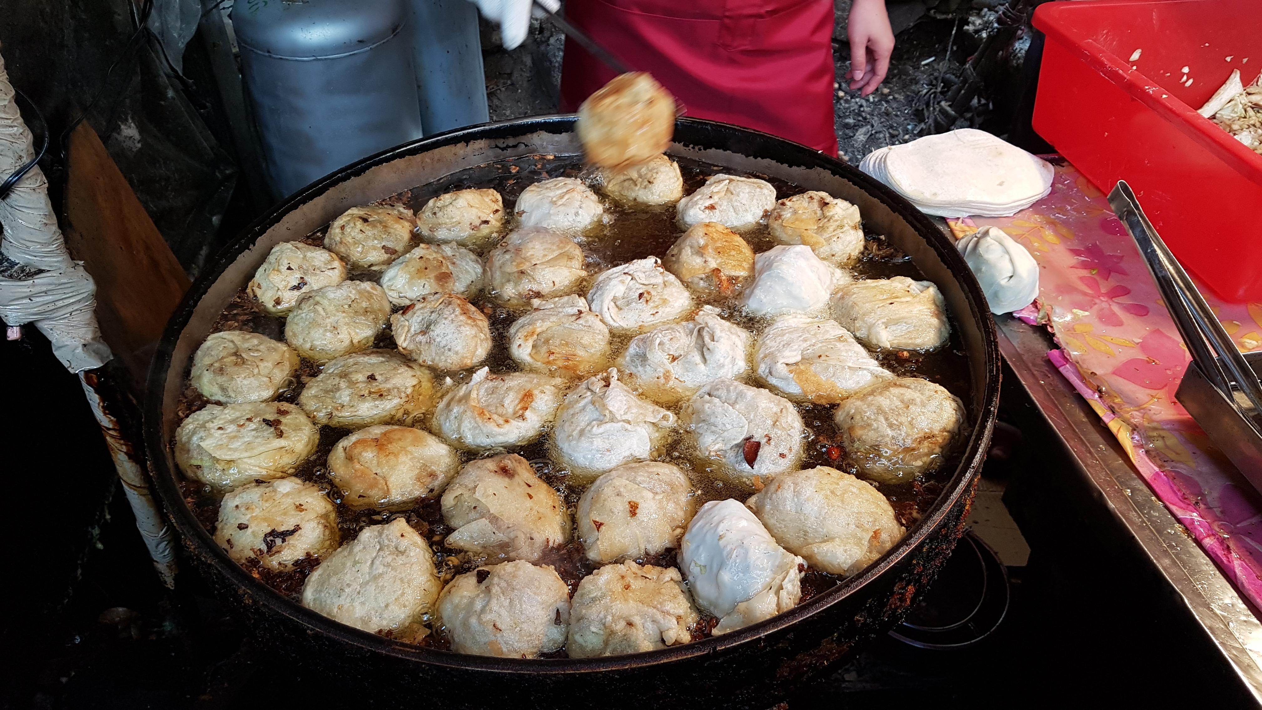 [대만] 호수 도시 르웨탄의 이다사오 항, 간식, 개구리 알 차, 개구리알 음료, 개왕만두, 계란 치즈, 계란 후라이, 고기잡이 배, 곤도라, 곤돌라, 기념품, 꿀, 니하오 앵무새, 대만, 떡 구이, 로프웨이, 르웨탄, 르웨탄 생선 튀김, 르웨탄 케이블카, 말하는 앵무새, 멧돼지 소세지, 버섯 만두, 부엉이, 부족민, 비취색, 산 속 호수, 산돼지 버거, 산돼지 소세지, 산돼지 소시지, 생선 튀김, 샤오츠, 셀프 서비스, 수이서, 술빵, 시장, 아마씨, 앵무새, 야채 만두, 양배추 만두, 양봉, 왕 튀김만두, 왕만두, 원주민, 이다사오, 이다사오 항, 이다샤오, 일월담, 잡고기 튀김, 즉석 생선 튀김, 케이블카, 튀김 왕만두, 헬로우 앵무세, 호수 도시