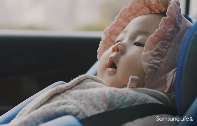 아기 승용차 베이비시트 하품 귀여움