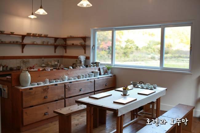 유어예의 주방과 테이블