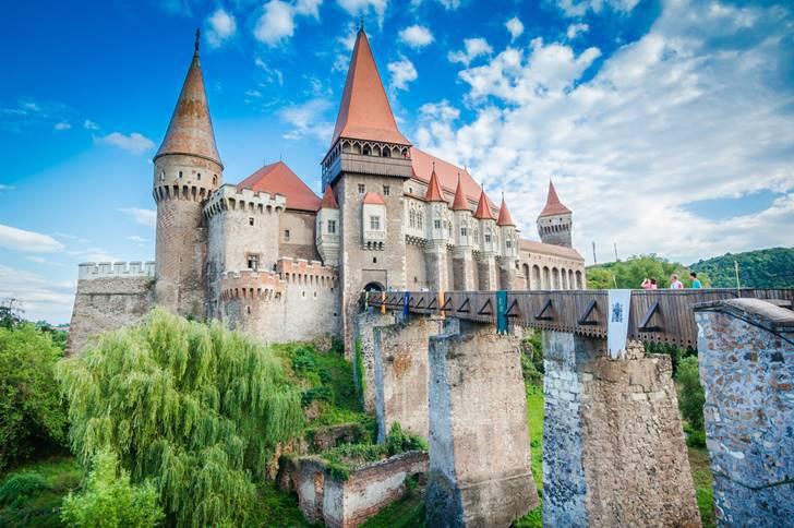 언젠가 꼭 한번 가보고 싶은 유럽의 환상적인 고성 10